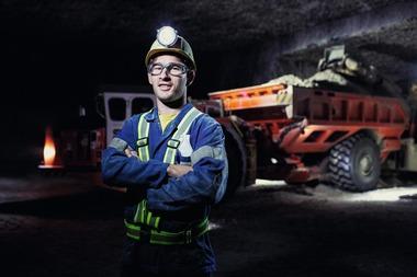 """<div class=""""bildtext"""">6 Marvin Traub bedient im Heilbronner Salzbergwerk der Südwestdeutschen Salzwerke AG Continuous Miner und fährt gelegentlich auch Schubkastenfahrzeuge • Operator Marvin Traub runs continuous miners and occasionally drives trucks at Südwestdeutsche Salzwerke AG's Heilbronn mine</div>"""