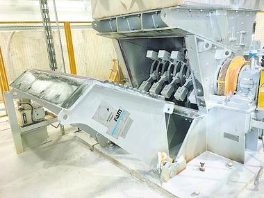 """<div class=""""bildtext"""">2 FAM-Spezialhammerhühle mit geöffneter Rückwand • FAM special hammer mill with opened rear wall</div>"""