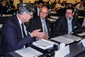"<div class=""bildtext"">Experten im Gespräch: Prof. Dr.-Ing- Pretz, Min. Rat Dr.-Ing. Bertram und Prof. Dr.-Ing. Dr. h. c. Senk # Experts discuss: Prof. Dr.-Ing- Pretz, Principal Undersecretary Dr.-Ing. Bertram and Prof. Dr.-Ing. Dr. h. c. Senk </div>"