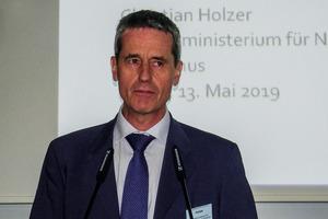 """<div class=""""bildtext"""">Dr.-Ing. Dipl.-Ing. Christian Holzer, Bundesministerium für Nachhaltigkeit und Tourismus, Wien # Dr.-Ing. Dipl.-Ing. Christian Holzer, Federal Ministry for Sustainability and Tourism, Vienna</div>"""