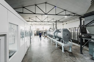 "<div class=""bildtext"">Kombinierte Trommeltrockner/-kühler-Versuchsanlage im Technikum von Allgaier Process Technology • Combined rotary drum dryer/cooler test plant at the Allgaier Process Technology test centre</div>"