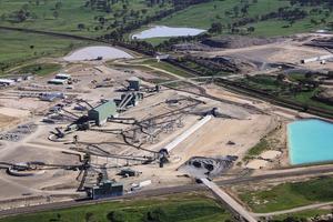 """<div class=""""bildtext"""">14 Inbetriebnahme eines neuen Steinbruchs in Australien • Commissioning of a new quarry in Australia</div>"""