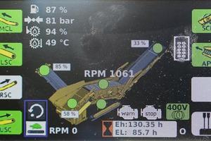 """<div class=""""bildtext"""">Die Keestrack-Steuerung übernimmt das&nbsp; gesamte Energiemanagement und weist separat diesel-elektrische bzw. vollelektrische&nbsp;&nbsp; Betriebszeiten aus (Mitte unten """"Eh"""") # The Keestrack control ensures the entire energy management and displays separately diesel-electric (""""Eh"""") or full electric plug-in operating times (""""EL"""")</div>"""