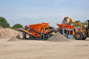 """<div class=""""bildtext"""">Durch das gute Zusammenspiel von Backenbrecher und Siebanlage kann aus Bauschutt hochwertiges Recyclingmaterial gewonnen werden</div>"""