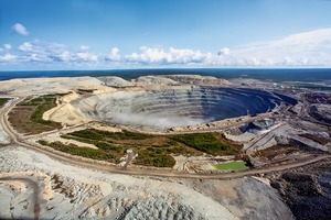 """<div class=""""bildtext"""">18 Udachny Diamantenmine • Udachny diamond mine </div>"""
