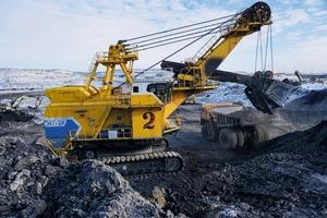 """<div class=""""bildtext"""">7 Kohletagebau im Kussbazrevier • Open pit coal mine in the Kussbaz region</div>"""