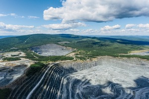 "<div class=""bildtext"">10 KGOK Eisenerzmine • KGOK iron ore mine </div>"
