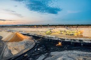 "<div class=""bildtext"">6 Kohletagebaumine in Sibirien • Open pit coal mine in Siberia</div>"