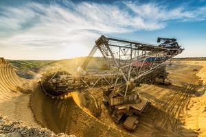 "<div class=""bildtext"">Kohletagebau in Russland • Open pit coal mining in Russia</div>"
