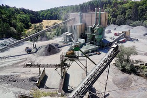 "<div class=""bildtext"">1 Die Wilhelm Jost GmbH&nbsp;&amp; Co.&nbsp;KG produziert Edelsplitte im Diabas-Steinbruch in Altenkirchen • The Wilhelm Jost GmbH&nbsp;&amp; Co.&nbsp;KG produces high-grade chippings in the diabase quarry in Altenkirchen</div>"