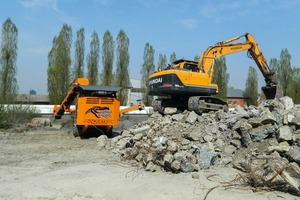 """<div class=""""bildtext"""">1 Recycling of reinforced concrete with the Rockster R800 to a size of 0-40&nbsp;mm</div>"""
