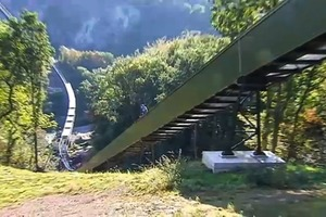 """<div class=""""bildtext"""">5 Flémalle project: The line runs across country, over steep rocks. The Pipe Conveyor navigates easily over these inclines and gradients</div>"""