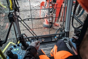 """<div class=""""bildtext"""">View from the driver's cab</div>"""