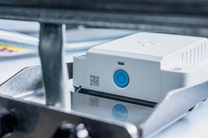 """<div class=""""bildtext"""">2 The measuring device is installed on the IBCs using a mounting kit</div>"""