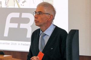 "<div class=""bildtext"">2 Dr. Henning Morgenroth</div>"