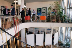 """<div class=""""bildtext"""">23 View of the company exhibition and poster presentation</div>"""