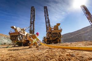 "<div class=""bildtext"">10 Mining of platinum group metals</div>"
