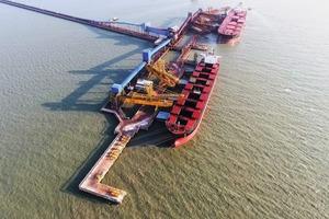 """<div class=""""bildtext"""">5 Iron ore shipping at the Ponta da Madeira terminal</div>"""