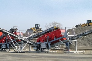 """<div class=""""bildtext"""">SMR semi-mobile crusher with two screens</div>"""