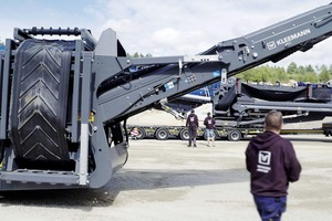 """<div class=""""bildtext"""">2 A team from WIRTGEN GROUP in Sweden handed over the KLEEMANN plant train and instructed the team from Asfaltbolaget on the technology</div>"""