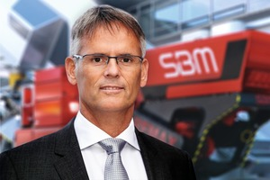 "<div class=""bildtext"">2 DI Erwin Schneller, Managing Director of SBM Mineral Processing GmbH, at the presentation of the new JAWMAX<sup>®</sup>&nbsp;200<br />&nbsp;</div>"
