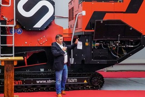 "<div class=""bildtext"">3 SBM sales manager Helmut Haider presented the new JAWMAX<sup>®</sup>&nbsp;200</div>"
