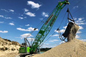 "<div class=""bildtext"">2 The 40 t SENNEBOGEN 640 E duty cyle crane impresses when quarrying under power lines with powerful 160 kN free-fall winches and a powerful drive</div>"