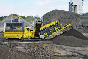 """<div class=""""bildtext"""">1 Keestrack C6e classifier in the hydrocarbon coating recycling process (asphalt recycling) with the asphalt plant on the background</div>"""