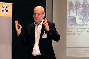 """<div class=""""bildtext"""">Prof. Martin Geweke</div>"""