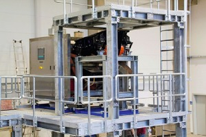"""<div class=""""bildtext"""">8 Rear view of the freefall sorter with control panel</div>"""
