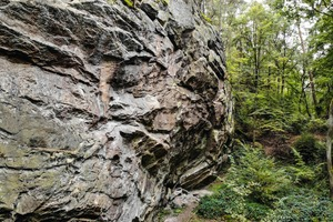 """<div class=""""bildtext"""">Typical rock formation in the former millstone quarry at the Mühlberg/Trägelhof</div>"""