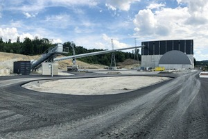 "<div class=""bildtext"">3 Rear view of the new gravel plant with storage yard</div>"
