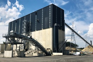 """<div class=""""bildtext"""">1 The new gravel plant in Farvagny near Fribourg&nbsp;– metering unit with lorry loading station in the foreground</div>"""