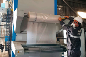 """<div class=""""bildtext"""">Never change a running system: BEUMER Group recommends to supply the BEUMER stretch hood A with the previously tested film to ensure a smooth start of the remote commissioning</div>"""