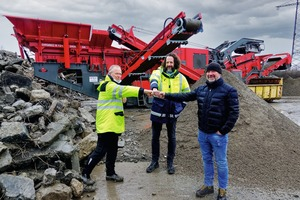 "<div class=""bildtext"">1 Satisfied faces in front of the newly acquired GIPO impact crusher on the premises of DOGA mbH (from left: Plant Manager Jörg Fricke and the Head of Plant Engineering, Christian Winterkamp, with the Managing Director of Apex-Fördertechnik GmbH, Rolf Lieben)</div>"