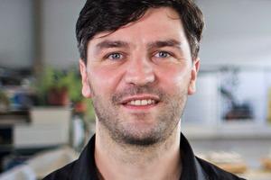 """<div class=""""bildtext"""">Dipl.-Ing. (FH) Sebastian Müller</div>"""
