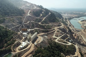 "<div class=""bildtext"">1 Blick auf das Staudammprojekt in Laos </div>"