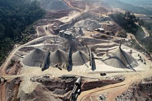 """<div class=""""bildtext"""">2 Die Terex MPS-Anlage produziert die erforderlichen Zuschlagstoffe für den Bau des Staudamms</div>"""