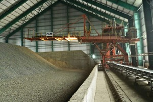 "<div class=""bildtext"">2 FAM stacker by KHI Kawasaki Heavy Ind. Ltd. But Son, Vietnam, 2009; limestone: 600 t/h; additives: 250 t/h; clay: 150 t/h</div>"