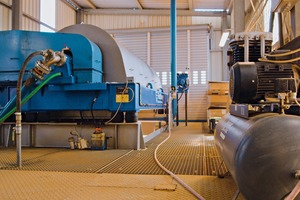 """<div class=""""bildtext"""">The Z92 decanter centrifuge from Flottweg processes up to 15 tons of the material per hour</div>"""