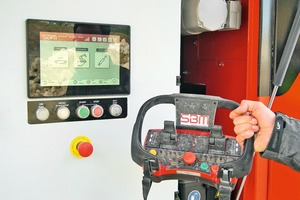 """<div class=""""bildtext"""">Full control: The display of the SBM Crush Control enables even inexperienced operators to work productively. The new 10-function radio remote control gives full access to the machine from the excavator or loader</div>"""