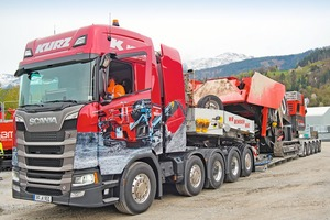 """<div class=""""bildtext"""">When loaded onto the low bed of the southern German SBM dealer Kurz, the JAWMAX 450 reveals its transport-optimised dimensions</div>"""