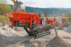 """<div class=""""bildtext"""">The new JAWMAX 450 in the hard stone demo. The highly efficient double-deck circular vibrating pre-screen separates the fraction 0-25 mm already during feeding and thus increases the overall performance of the jaw crusher </div>"""