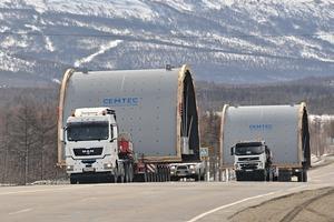 """<div class=""""bildtext"""">2 Transport der beiden Mahlanlagen für die Golderzaufbereitung in Sibirien </div>"""