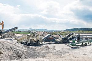 """<div class=""""bildtext"""">3 Aufbereitungs-Linie für die Granulatproduktion bei Bierbrauer &amp; Sohn GmbH mit Metso Outotec Lokotrack Vorbrecher, Feinbrecher und mobiler Siebanlage vom Typ Nordtrack S4.9 </div>"""