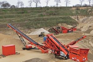2 Rund 13&nbsp;ha beträgt die offene Abbaufläche auf mehreren Ebenen des Kieswerks Lucht in Buchholz Kreis Dithmarschen • The open quarrying area at various levels of the Lucht gravel works amounts to about 13&nbsp;ha at Buchholz in the Dithmarschen district<br />