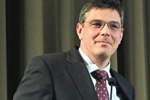 "<div class=""bildtext"">Dipl.-Ing. Reinhold Huber, Binder+Co. AG, Gleisdorf</div>"