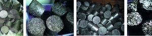 """<span class=""""bildunterschrift_hervorgehoben"""">6</span>Briketts aus verschiedensten metallischen Sekundärrohstoffen (von links nach rechts): Titan, Kupfer, Aluminium, Reifendraht, Stahl, Edelstahl, Schleif-                           schlamm, Printplatten/Platinen • Briquetts from a wide range of metallic secondary raw materials (from left to right): Titanium, Copper, Aluminium, Tyre wire, Steel, Special steel, Grinding sludge, Circuit boards/plates<br />"""