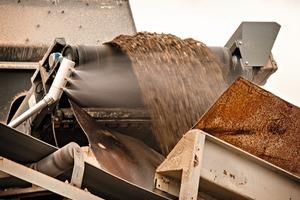 """<div class=""""bildtext"""">1 Der DB-M Mini wurde entwickelt für die Staubbekämpfung an spezifischen Stellen ohne Materialunterbrechung oder -sättigung • The DB-M Mini is designed to deliver point-specific dust control without material disruption or saturation</div>"""