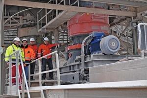 3 Der neue Sandvik Kegelbrecher&nbsp;CH660 kurz nach der Inbetriebnahme • The new Sandvik CH660 cone crusher shortly after its commissioning<br />